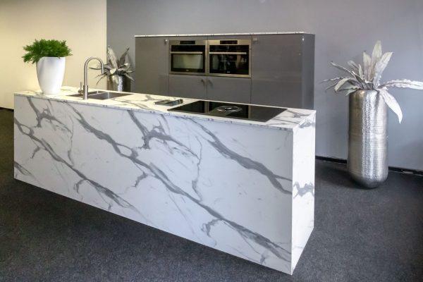 Keuken met kookeiland, nu in onze showroom
