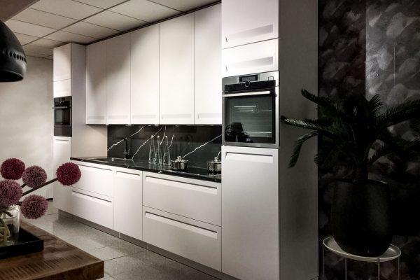 Strakke design keuken wit greeploos